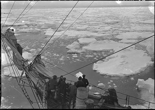 Douglas Mawson Australasian Antarctic Expedition 1911 1914